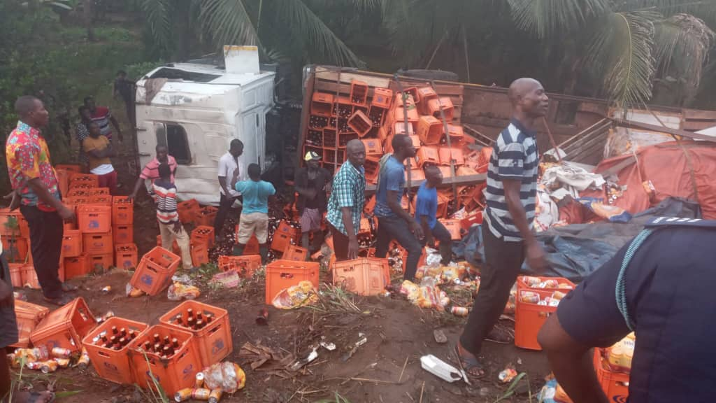 Asaman Tamfoe Residents Party with Accident Truck Loaded With Alcoholic Beverages