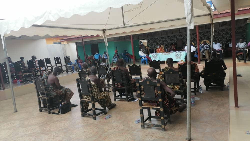 E/R: 37 Chiefs in Birim North Pass Vote of No Confidence in DCE 1